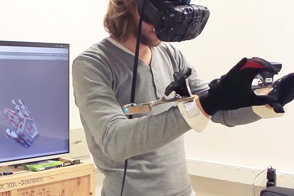 4-Manus VR (2)