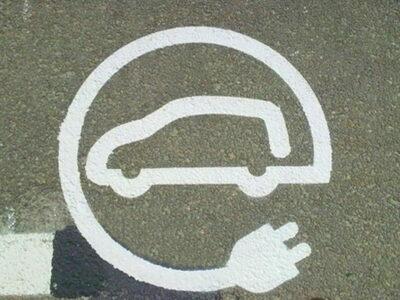 señal punto de carga coche electrico